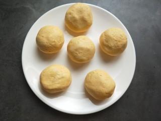 芝香南瓜饼,分成大小均等的小剂子。
