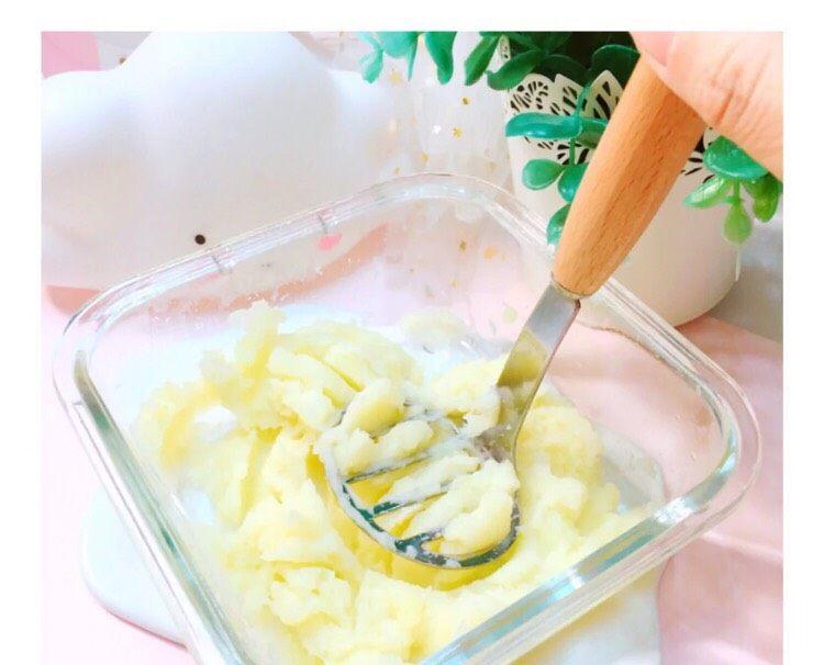 8+蔬菜土豆🥔条,蒸好的土豆🥔压成泥