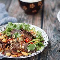 香菜拌牛肉,装盘,开吃。
