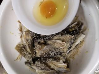 香脆鲨鱼皮,放入鸡蛋