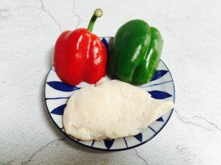 彩椒炒鸡丁,准备好食材