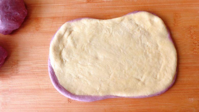 双色奶油奶酪小吐司,再擀大点