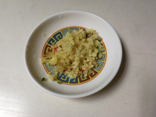 洋葱胡萝卜烧肉圆,姜切末