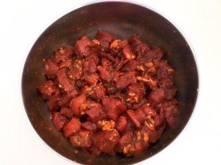 健康烧烤  电烤羊肉串,调匀后腌制入味2个小时