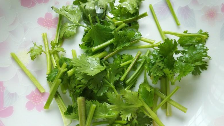 小清新柠檬鸡爪,香菜洗净切成小段
