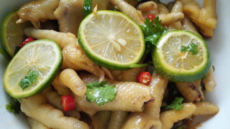 小清新柠檬鸡爪,搅拌均匀后浸泡一个小时使其更入味