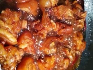 红烧猪蹄,最后大火收干汤汁略为浓稠