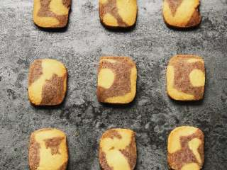 黑醋栗双色黄油饼干,密封常温保存即可。