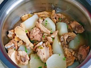 白萝卜汽锅鸡,原汁原味的白萝卜汽锅鸡。