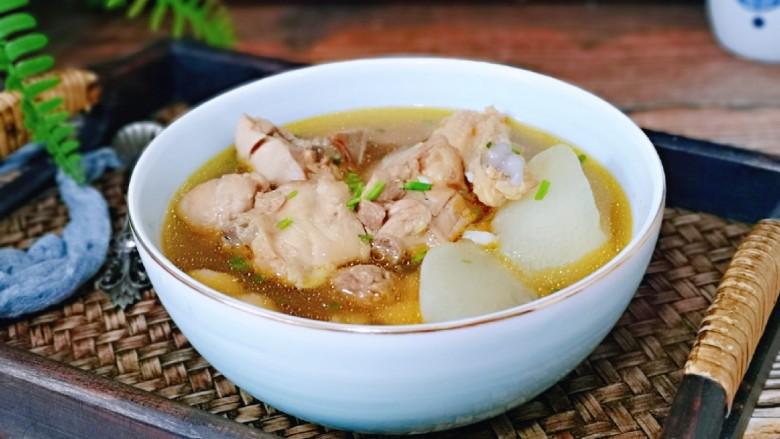 白萝卜汽锅鸡,鲜的眉毛掉下来。连汤带肉,萝卜全部吃光哈~