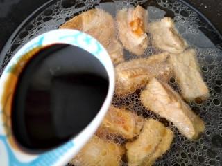 梅汁小排,加入一小勺老抽上色