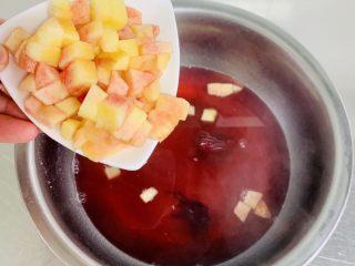 桃子🍑果冻,加入桃肉粒在开锅20秒即可离火🔥