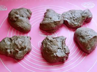 黑麦吐司面包,发酵好的面团分成6等份。