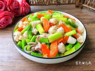 胡萝卜芦笋炒鱿鱼