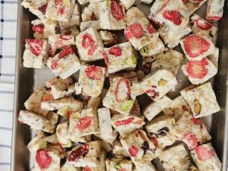 网红雪花酥,草莓味雪花酥就完成了