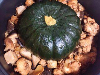 南瓜香菇鸡翅焖饭,40分钟,焖饭就做好了。