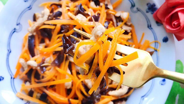 胡萝卜木耳炒鸡丝,很好吃