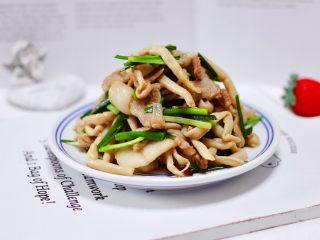 花肉白玉菇小炒,下饭又下酒的花肉白玉菇小炒出锅咯。