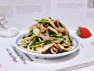 花肉白玉菇小炒,营养丰富又健康美味。