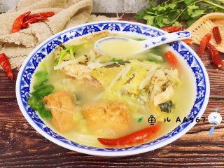 牛尾巴鱼白菜豆腐泡汤,鲜美的鱼汤上桌了!