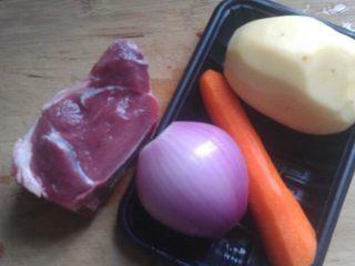 土豆炖牛肉,准备好食材