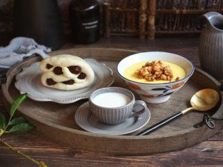 鹅蛋羹~孕妇餐,美味孕妇早餐:肉末鲜虾鹅蛋羹、枣卷、牛奶。