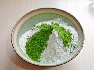 翡翠米发糕,加入菠菜粉。