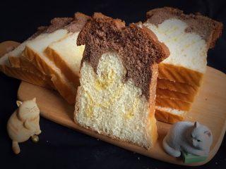 面包蛋糕混合包,切开看看颜色漂亮,口感细腻柔软。