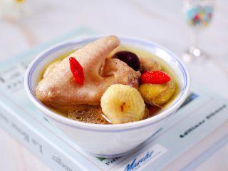 板栗炖土鸡汤,我家宝贝一口气喝了一大碗。