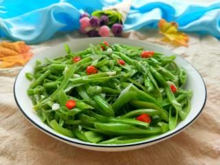 蒜蓉空心菜梗,美美图片来一张,空心菜梗青翠欲滴。