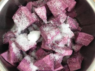 酸奶紫薯泥,按照个人口味撒上适量的白糖。