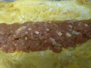 吉祥肉卷,鸡蛋摊成薄薄的鸡蛋饼,裹入肉馅