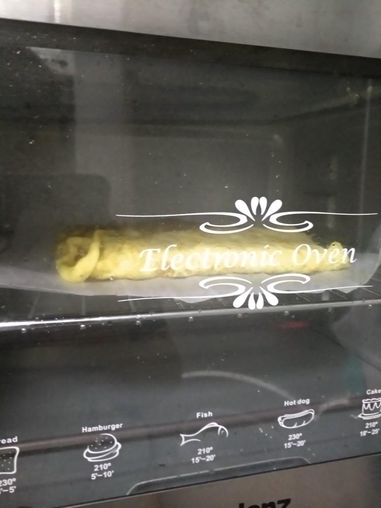 吉祥肉卷,上烤箱,180℃烤15分钟,翻面烤5分钟