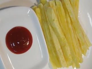 炸薯条,沾上番茄酱就可以吃了