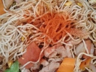 豪华版炒面套餐,+盐+生姜粉+辣椒粉,翻炒几下。