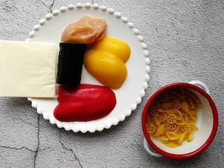 彩椒鸡肉奶酪意面,准备好所需食材