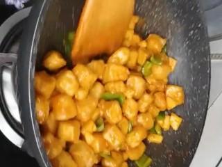 糖醋脆皮豆腐,翻炒均匀出锅即可