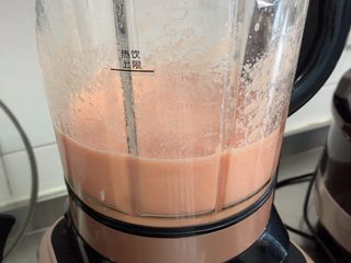维生素能量特饮(清肠排毒),选择奶昔键,40秒就打好了。