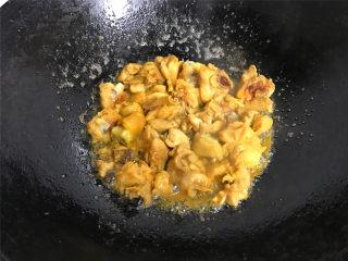 干葱豆豉鸡,煎至两面金黄。