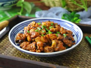 干葱豆豉鸡,肉嫩皮滑,味道鲜美,很下饭哦。