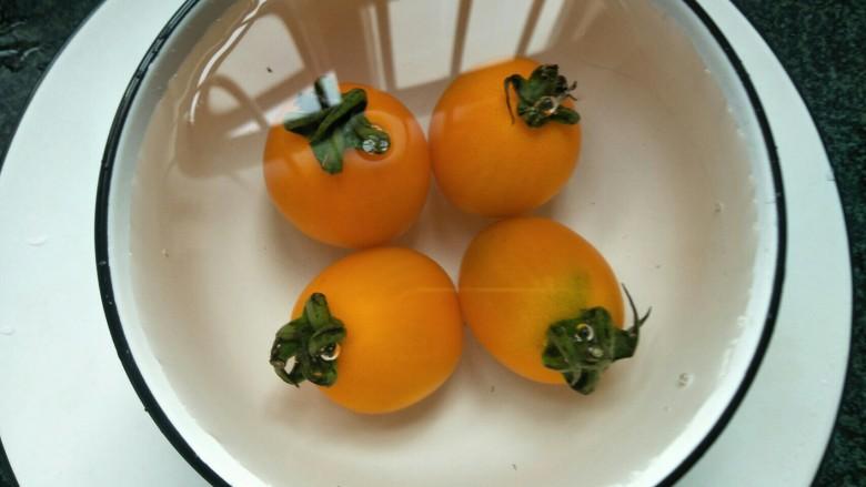 芝士泡面,小蕃茄洗干净