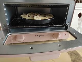 香蕉酸奶烤燕麦,放入烤箱