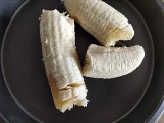 香蕉酸奶烤燕麦,香蕉去皮