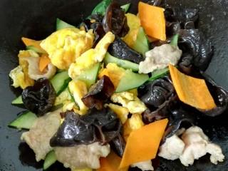 木须肉,最后放入肉片和鸡蛋翻炒均匀入味即可出锅