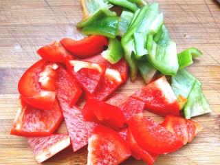 番茄虾仁西蓝花,切成小块