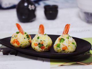 阿根廷红虾时蔬二米饭团,宝贝一口气吃了两个。