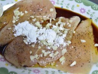 蒜香蜜汁黑椒鸡排,蒜末和生粉