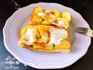 水波蛋西葫芦吐司,切开就可以吃了哟!10分钟快手餐,享受美味其实很简单!
