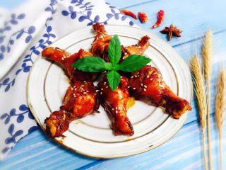 秘制红烧鸡腿,装盘撒入适量熟白芝麻