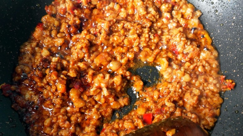毛豆米肉酱拌面,肉沫炒香。